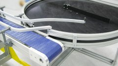 Drehtisch 1200 mm Durchmesser  mit Ausschleusung auf Modulkettenband MB95